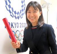 連載「日刊スポーツ 東京オリンピック特集」 バトンを持つ塩村文夏都議