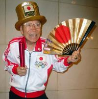 本紙掲載時88歳の山田さん。20年も元気にスタジアムに足を運ぶつもりだ