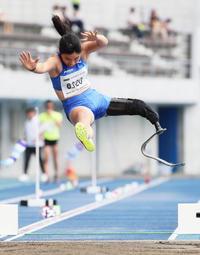 女子走幅跳T63を4メートル07のアジア新記録で制した兎沢(撮影・足立雅史)