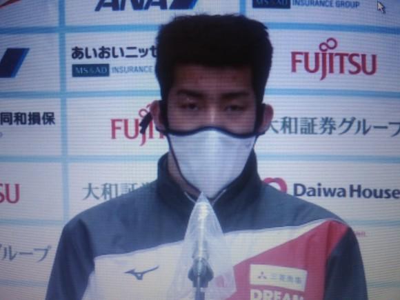 男子100メートルバタフライ(知的障がいS14)でアジア新記録をマークし、会見する東海林大