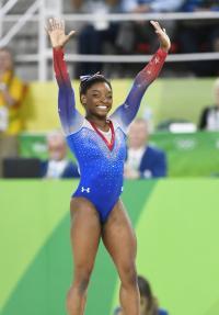 19歳バイルス、史上5人目の4冠「誇りに思う」 - 体操 : 日刊スポーツ