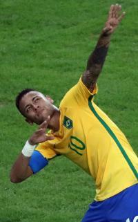 ボルト大興奮!ネイマール「ライトニングポーズ」 - サッカー : 日刊スポーツ