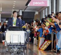 萩野公介ら競泳代表が帰国 ファンから大きな拍手 - 競泳 : 日刊スポーツ