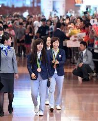卓球代表が帰国 福原愛「プレッシャーがあった」 - 卓球 : 日刊スポーツ