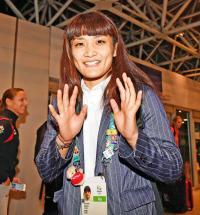 伊調、男女初5連覇の東京五輪「何かで携わりたい」 - レスリング : 日刊スポーツ