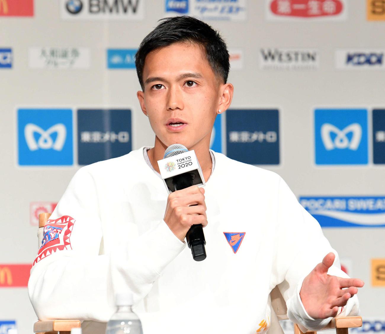 東京マラソン2020 プレスカンファレンスで会見する大迫(撮影・滝沢徹郎)