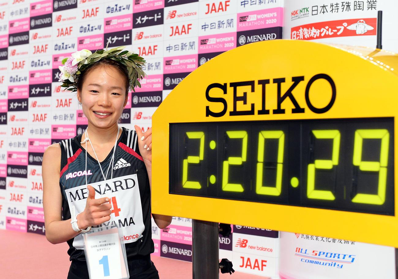 2時間20分29秒で優勝した一山麻緒(撮影・森本幸一)