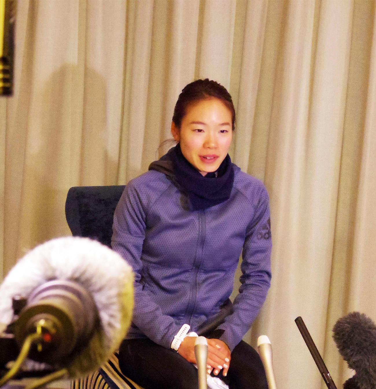 東京五輪マラソン女子代表に内定し、一夜明け会見に臨む一山(撮影・奥岡幹浩)