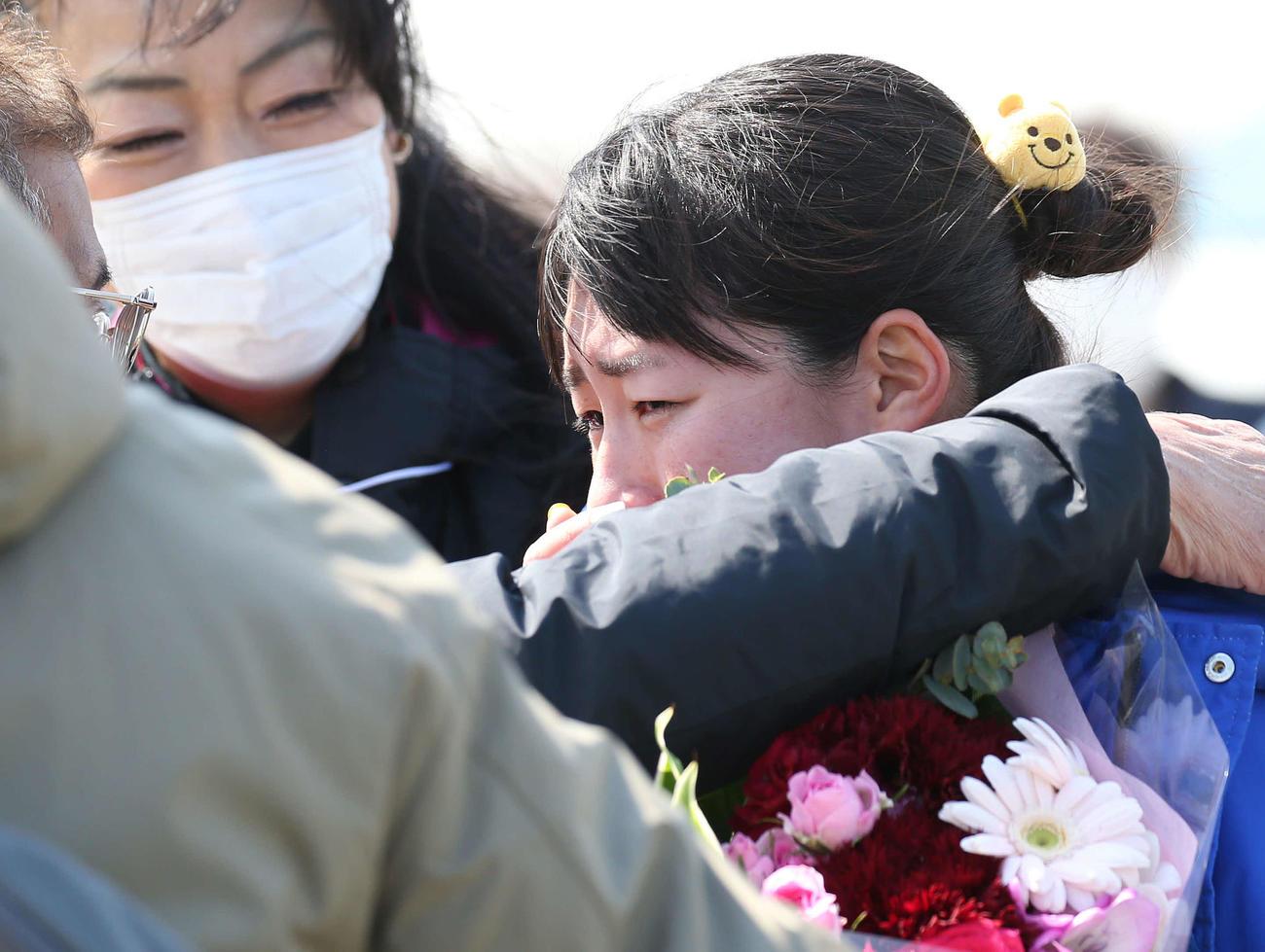 女子20キロの部、1着でゴールした藤井は涙を見せる(撮影・河野匠)