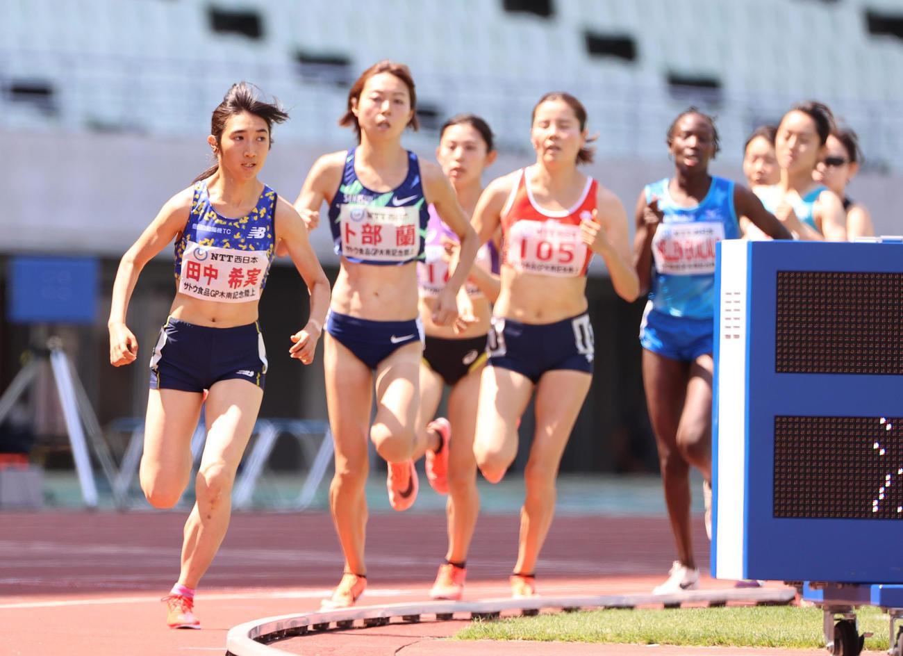 木南道孝記念陸上競技大会 女子1500メートル 4分10秒06で優勝する田中希実(撮影・清水貴仁)