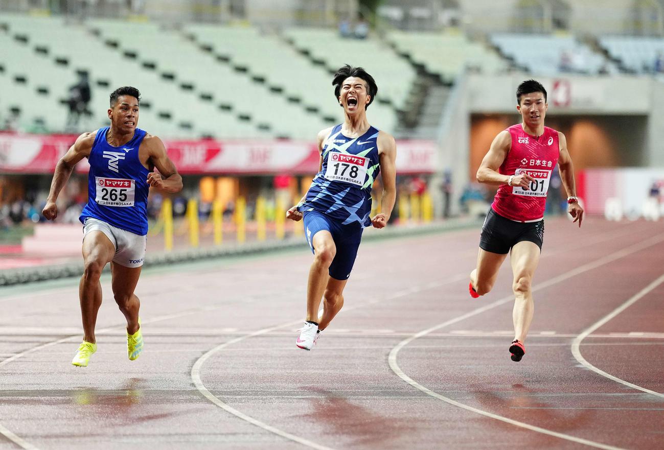 男子100メートルで優勝した多田(中央)。右は桐生、左はデーデー(撮影・江口和貴)