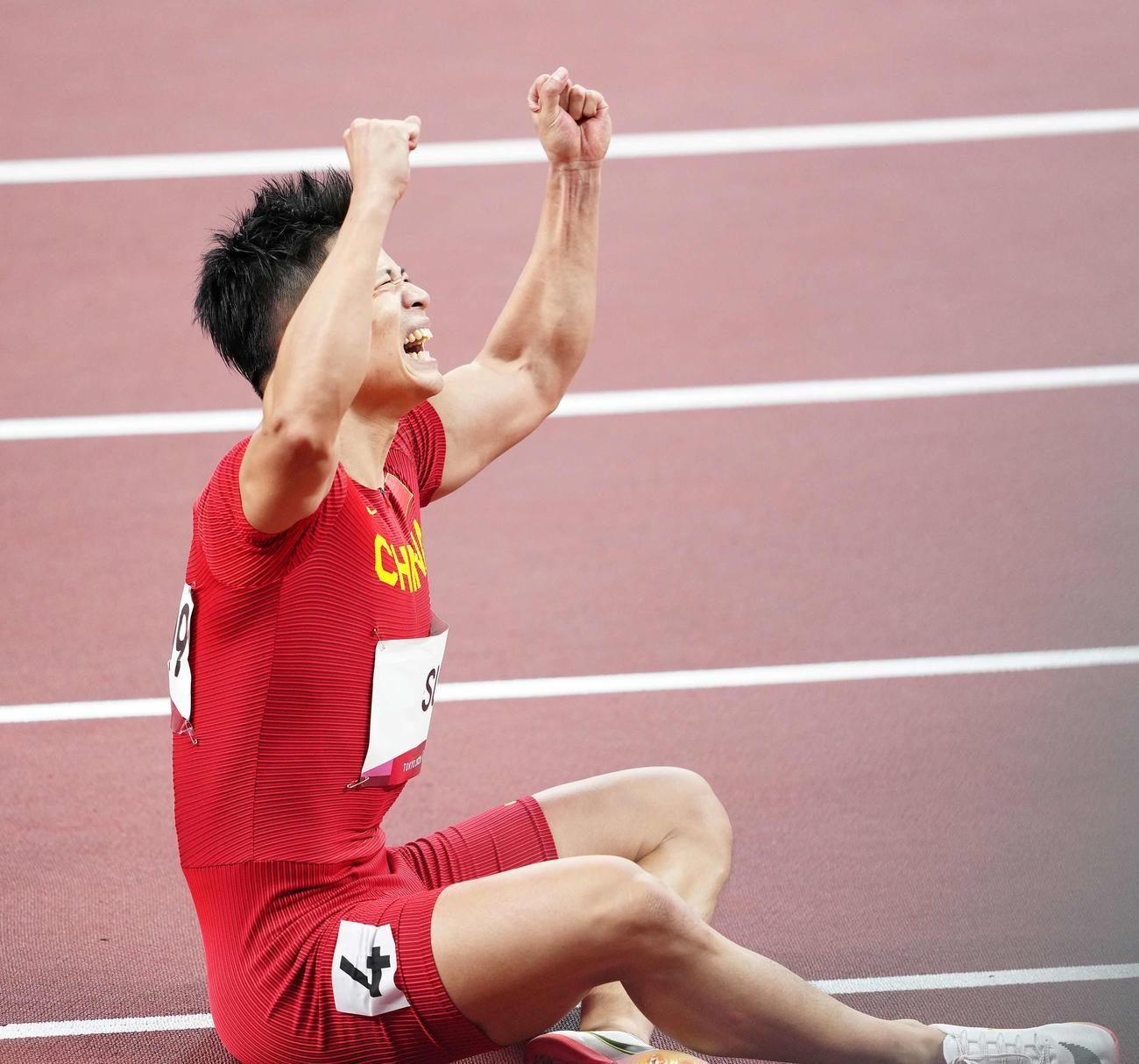 男子100メートル準決勝3組、9秒83のアジア新記録を樹立しガッツポーズする蘇炳添(撮影・江口和貴)