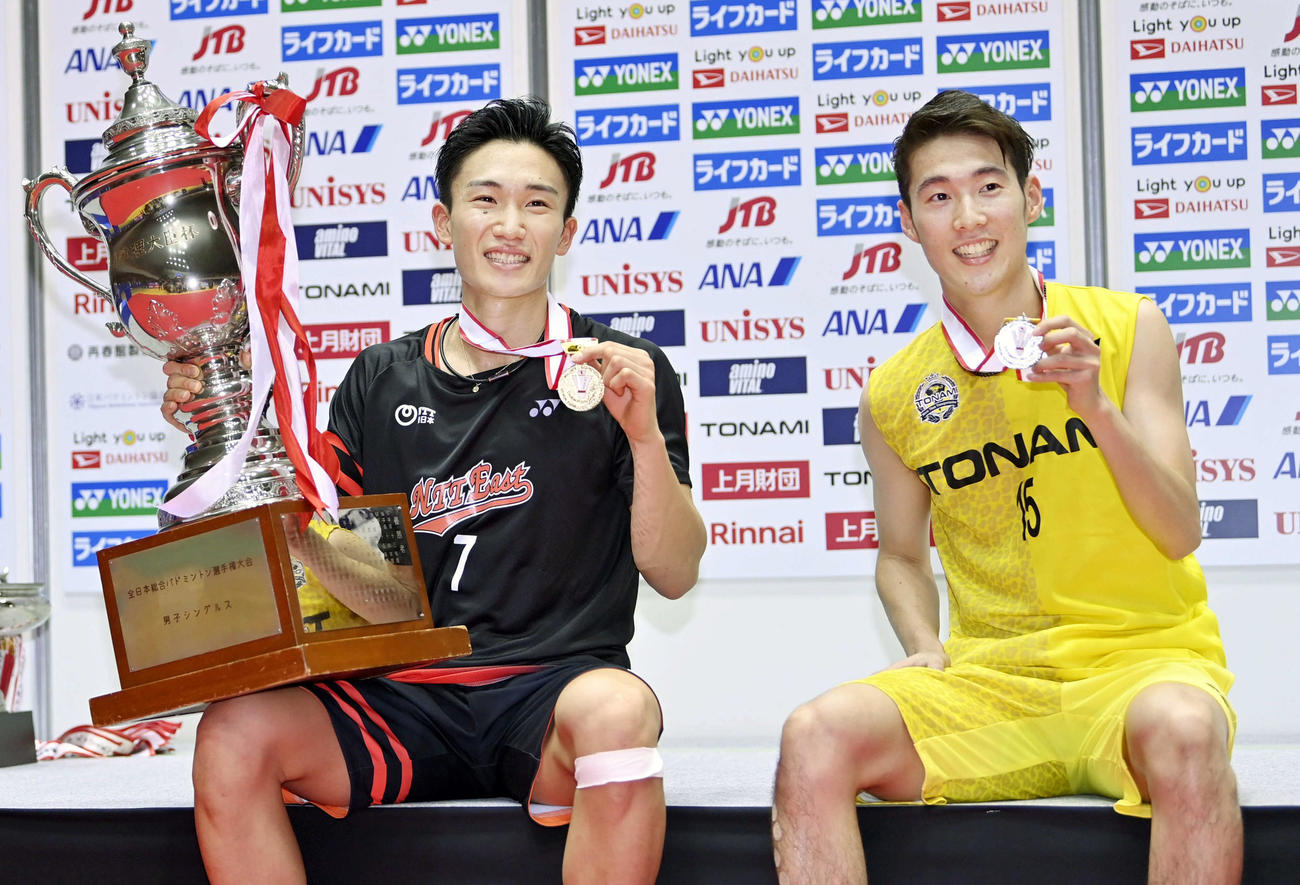 桃田賢斗(左)と常山幹太(2020年12月27日撮影)