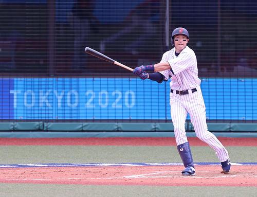 日本対ドミニカ共和国 7回裏日本無死一塁、二塁打を放つ柳田(撮影・河野匠)