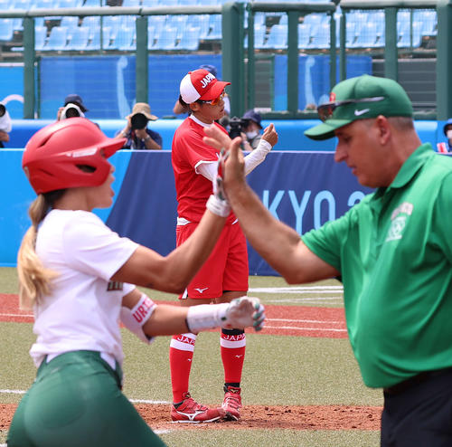 メキシコ対日本 5回表メキシコ1死、ウルテス(手前左)に本塁打を浴びる上野(撮影・河野匠)