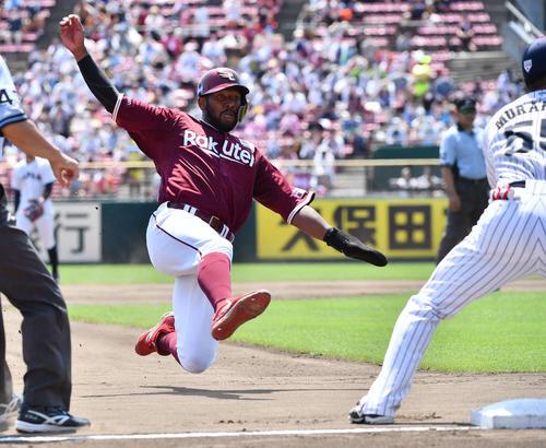 日本代表対楽天 4回表楽天1死二塁、森下暢仁の暴投で三塁へ滑り込むオコエ瑠偉(撮影・上田博志)