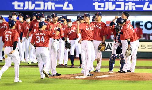 巨人対日本代表 巨人に勝利した日本代表ナイン(撮影・たえ見朱実)