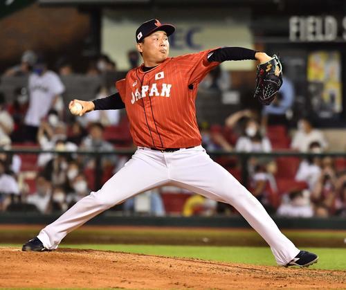 巨人対日本代表 日本代表6番手の栗林(撮影・上田博志)