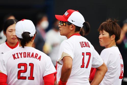 米国に敗れた日本。中央は上野(ロイター)
