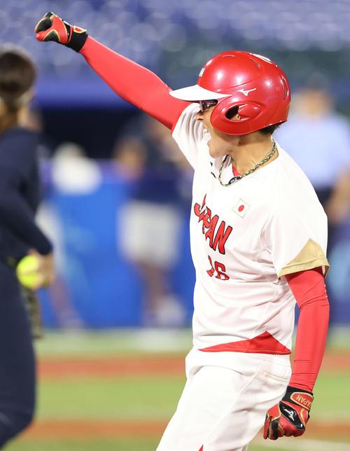日本対米国 5回表日本2死二塁、右前適時打を放ちガッツポーズを見せる藤田(撮影・河野匠)