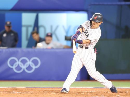 日本対米国 3回裏日本2死二塁、先制の適時打を放つ吉田正(撮影・河野匠)