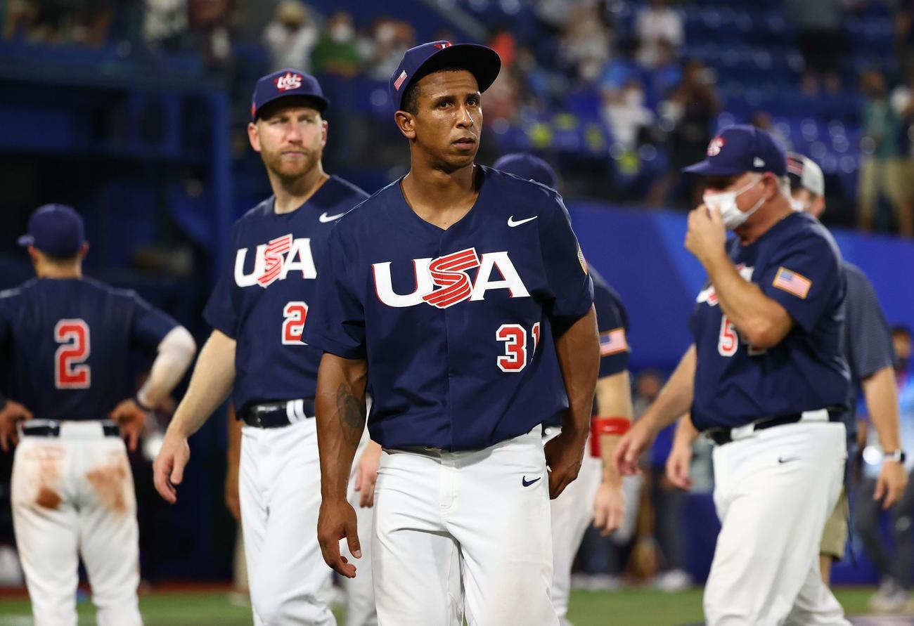 日本対米国 決勝で日本に敗れた米国の選手たち(ロイター)