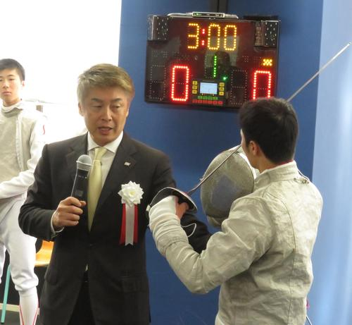 Photo of Fencing former President Emura begins free web training