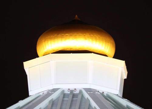 日本武道館ライトアップ点灯式 世界初の金色LED