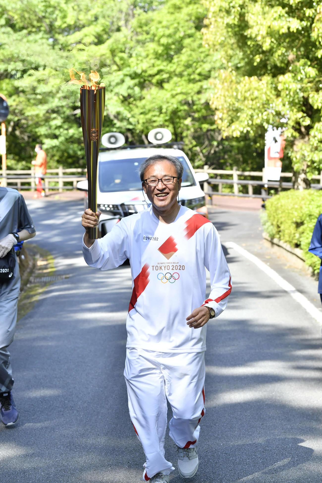 聖火リレー 愛媛県2日目第2区間 聖火ランナーを務めた入江則裕さん(代表撮影)