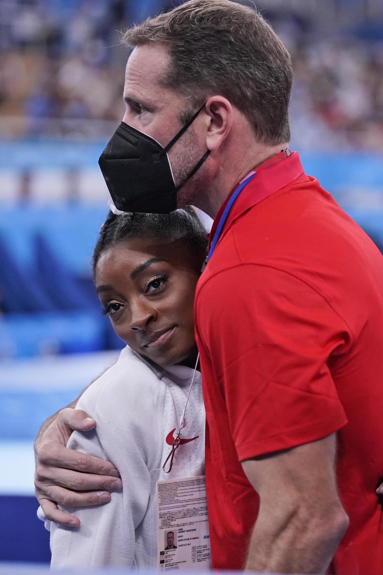 27日の体操団体決勝を棄権した米国代表のシモーネ・バイルズ(AP)
