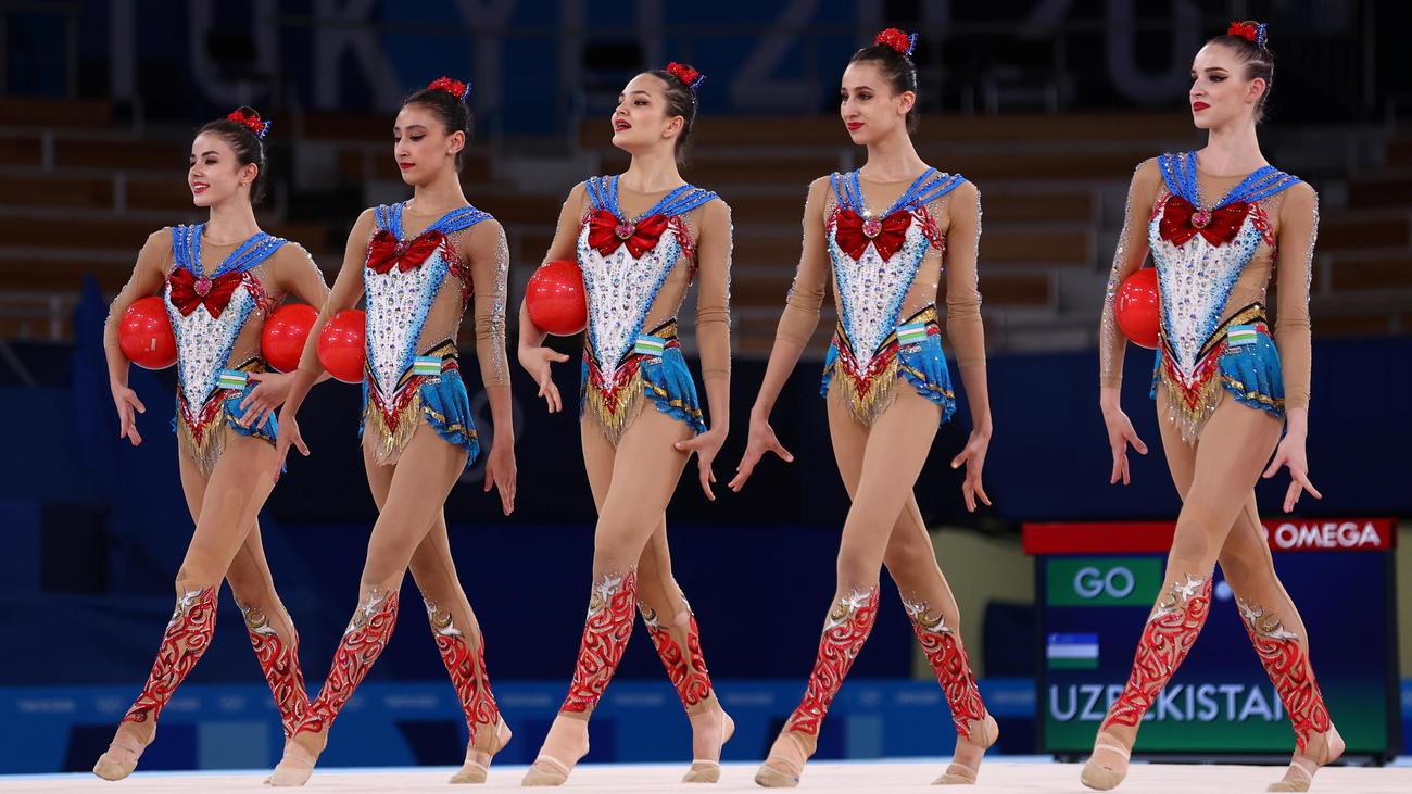 「美少女戦士セーラームーン」の衣装で演技に臨んだウズベキスタン(ロイター)