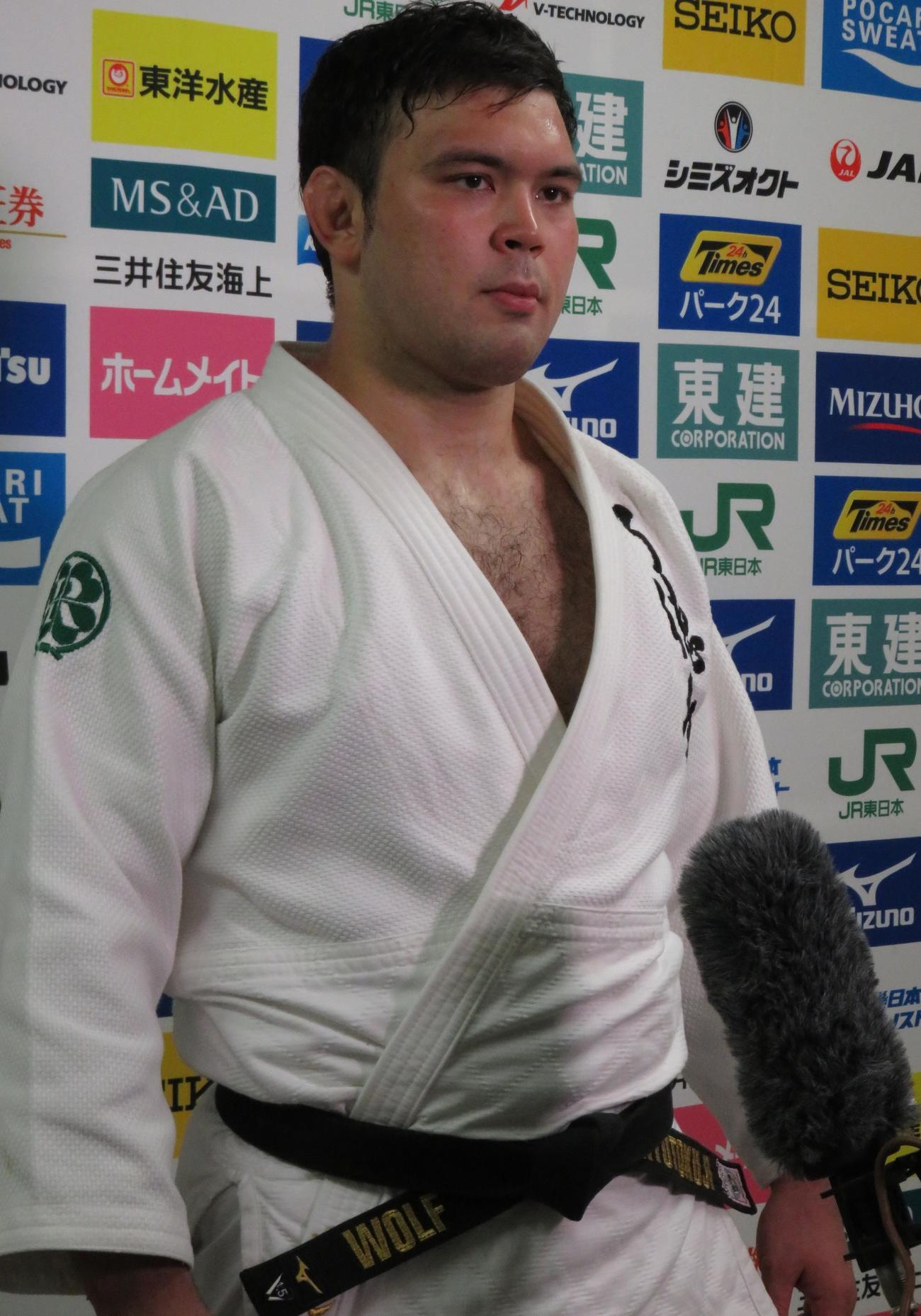 胸毛をそらずに全日本選手権に臨んだウルフ・アロン(撮影・峯岸佑樹)