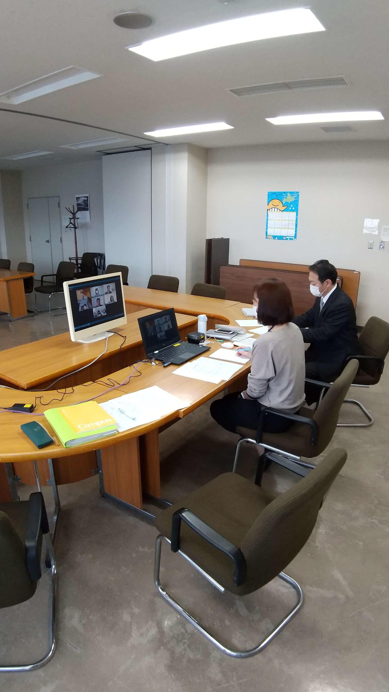 グアテマラ五輪委員会とのオンライン会議を行う恵庭市担当者(恵庭市提供)