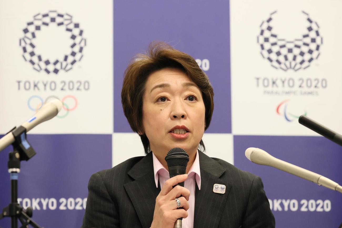 東京五輪・パラリンピック組織委員会の評議員会を終え、取材に応じる橋本聖子会長(代表撮影)
