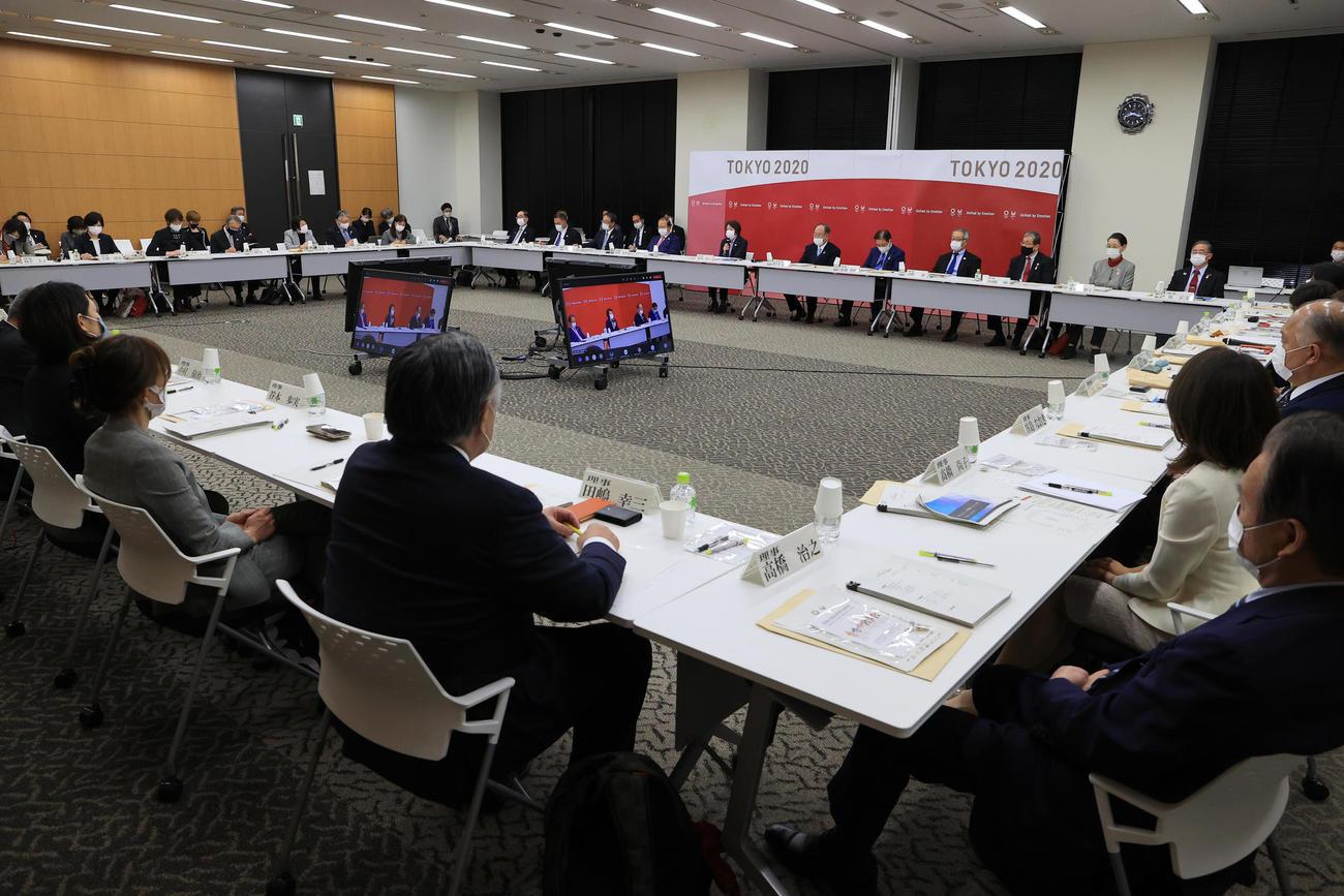 東京五輪・パラリンピック大会組織委員会の理事会(代表撮影)