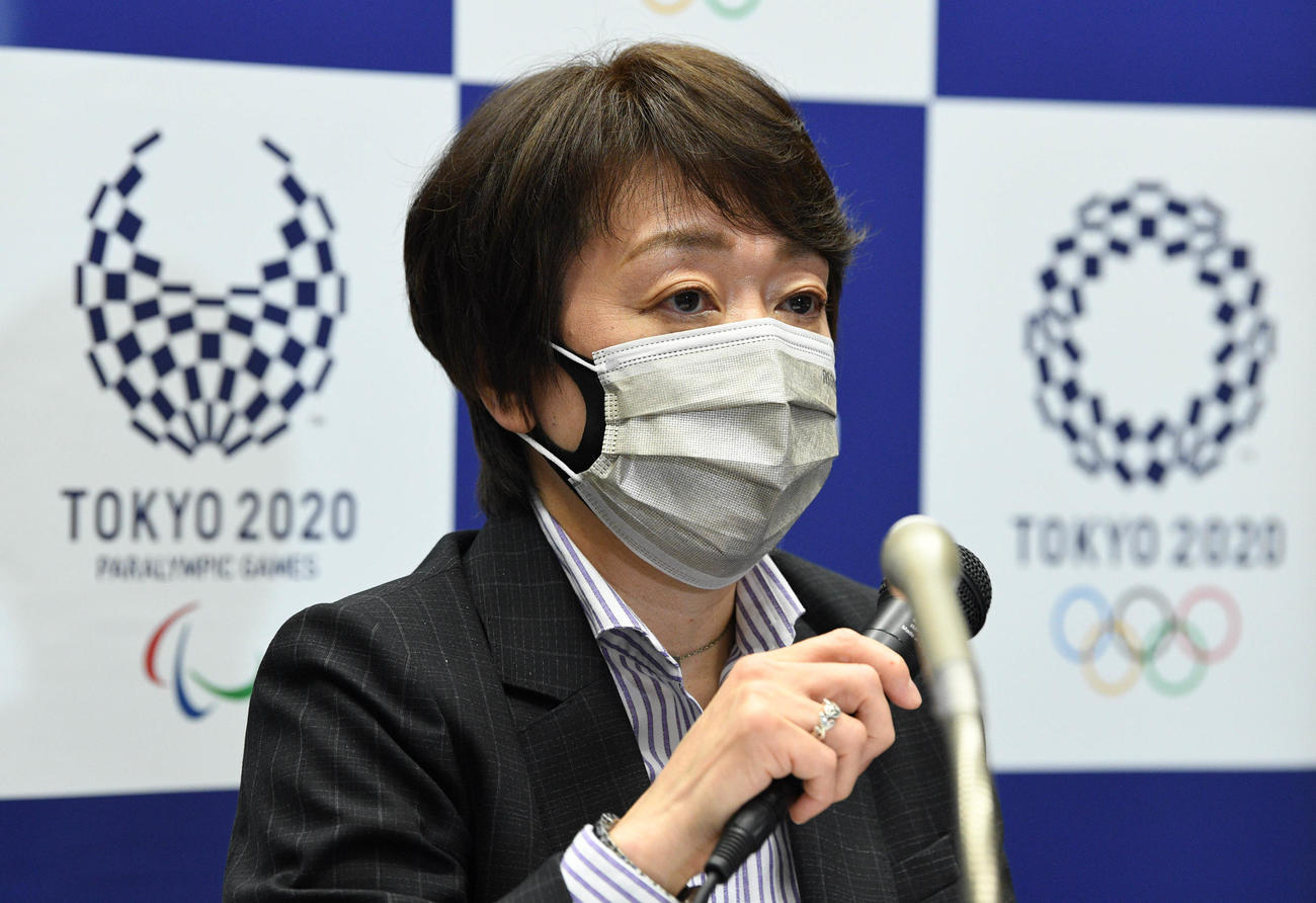 記者会見する東京オリンピック・パラリンピック組織委員会の橋本聖子会長(代表撮影)