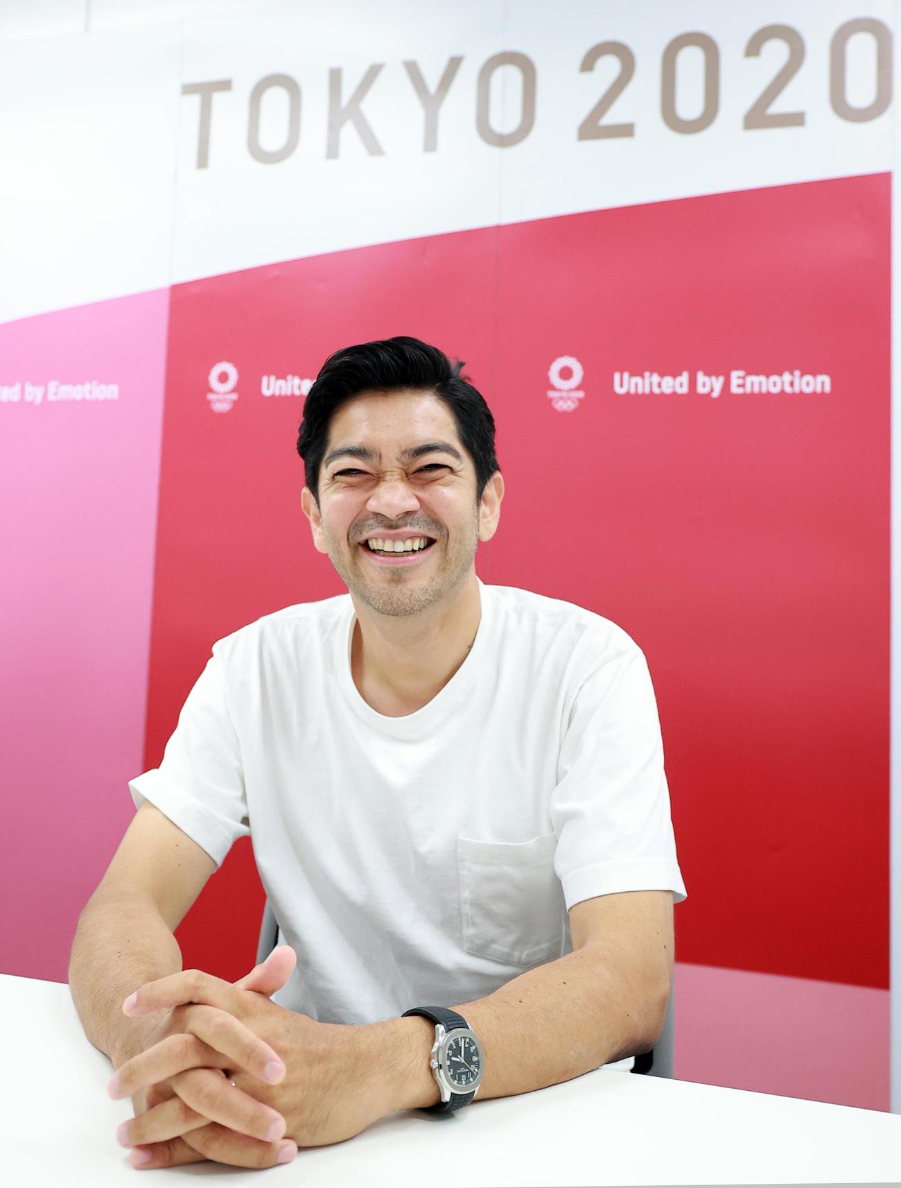 東京五輪の日置貴之開閉会式エグゼクティブプロデューサーは、笑顔でコンセプトを語る(撮影・浅見桂子)
