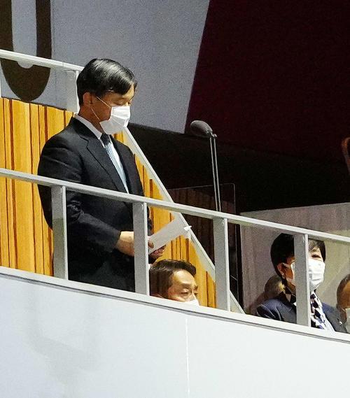 東京五輪開会式で開会宣言を行う天皇陛下(撮影・江口和貴)