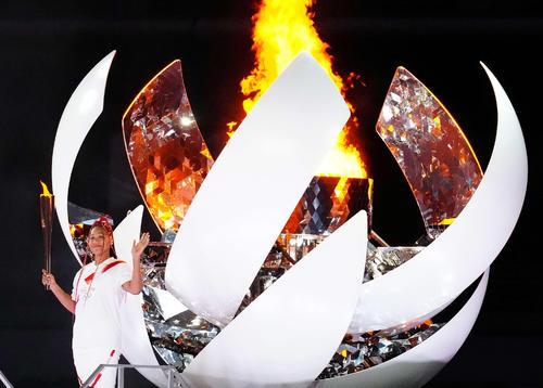 東京五輪開会式で聖火の最終ランナーを務めた大坂なおみ(撮影・江口和貴)