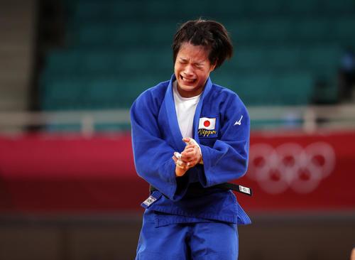 女子52キロ級決勝、金メダルを獲得し、感極まる阿部詩(撮影・パオロ ヌッチ)