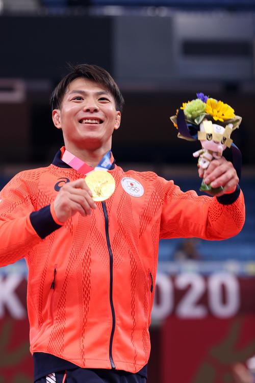 男子66キロ級で金メダルの阿部一は笑顔を見せる(撮影・パオロ ヌッチ)