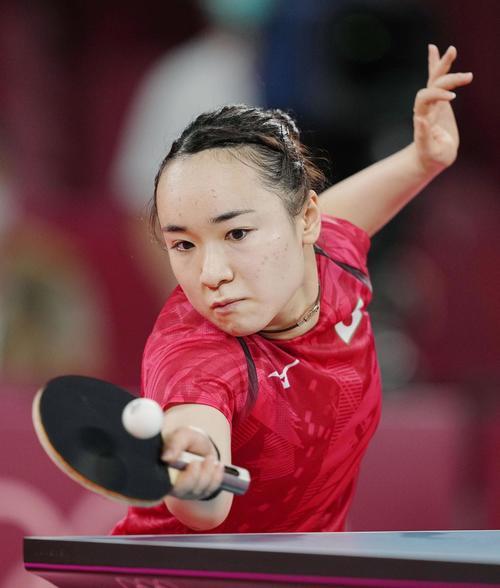 女子シングルス準々決勝 韓国選手と対戦する伊藤美誠(共同)