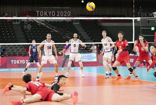 日本―イタリア 第3セット、失点した日本(共同)