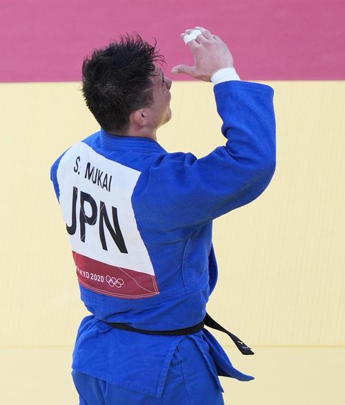 柔道男子90キロ級 3回戦で敗退し肩を落とす向