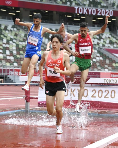 男子3000メートル障害予選 自身の日本記録を更新する8分9秒92をマークし、1組2着で決勝進出を決めた三浦龍司(共同)