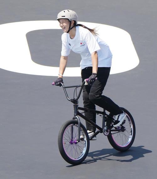 自転車・BMXフリースタイル・パーク決勝の演技を終え、笑顔を見せる大池