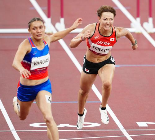 女子100メートル障害準決勝1組、6着となった寺田(右)(撮影・江口和貴)