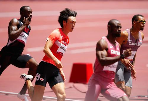 男子200メートル予選3組、5着となった山下(左から2人目)(撮影・江口和貴)