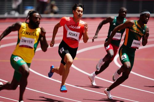 男子200メートル予選1組、6着となった飯塚(左から2人目)(撮影・江口和貴)