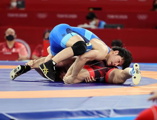 男子フリー86キロ級1回戦 トルコ選手と対戦する高谷惣亮(撮影・パオロ ヌッチ)